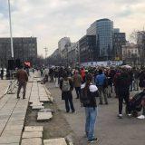 Nekoliko desetina malih preduzetnika protestovalo ispred Skupštine Srbije 10