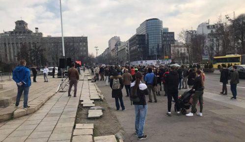 Nekoliko desetina malih preduzetnika protestovalo ispred Skupštine Srbije 13