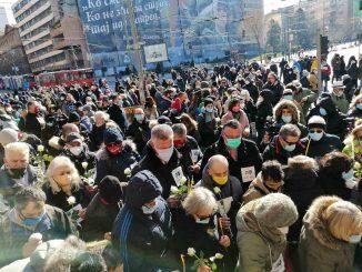 Održan pomen medicinarima preminulim od kovida ispred Vlade Srbije (FOTO, VIDEO) 3
