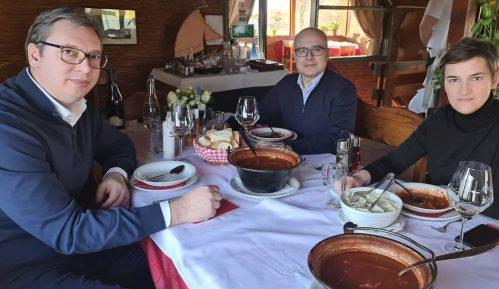 Vučić sa Brnabić i Vučevićem na prazničnom ručku 1