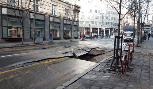 Obustavljen saobraćaj u Ulici kralja Milana zbog pucanja vodovodne cevi, građani bez vode do 16 časova 11