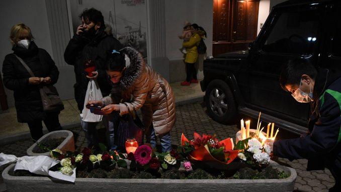 Novi Sad se oprašta od svog Đoleta u suzama i tišini:Bio je odraz naše duše (FOTO) 1