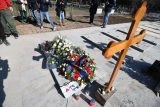 Đorđe Balašević sahranjen uz zvuke tambure (FOTO) 3