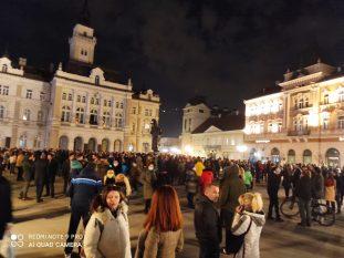 Novi Sad se oprašta od svog Đoleta u suzama i tišini:Bio je odraz naše duše (FOTO) 2