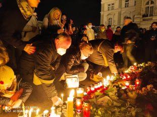 Novi Sad se oprašta od svog Đoleta u suzama i tišini:Bio je odraz naše duše (FOTO) 3