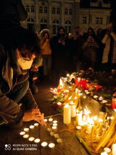 Novi Sad se oprašta od svog Đoleta u suzama i tišini:Bio je odraz naše duše (FOTO) 5