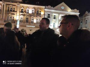 Novi Sad se oprašta od svog Đoleta u suzama i tišini:Bio je odraz naše duše (FOTO) 12