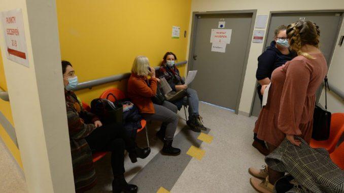 Poljska čeka vrh trećeg talasa i sprema zabranu ulaska bez PCR testa 5