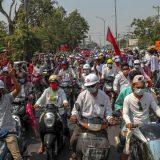 Policija u Mjanmaru šok bombama rasteruje protestante 10