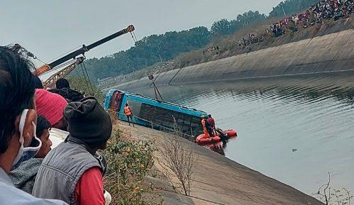 U autobuskoj nesreći u Indiji stradalo 40 ljudi 4
