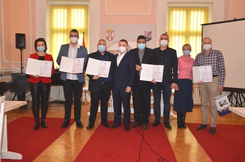 Veliko Gradište: Uručene nagrade zaslužnim lekarima 1