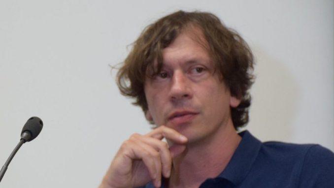 Dejan Atanacković: Identitetski ambis koji se ne zatvara 1