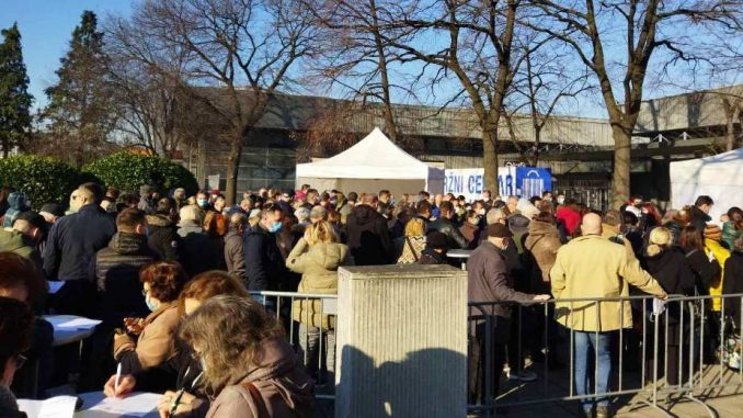 Nikodijević: Na Beogradskom sajmu revakcinisano više od 30.000 građana, veliki redovi ispred Hale 11 6