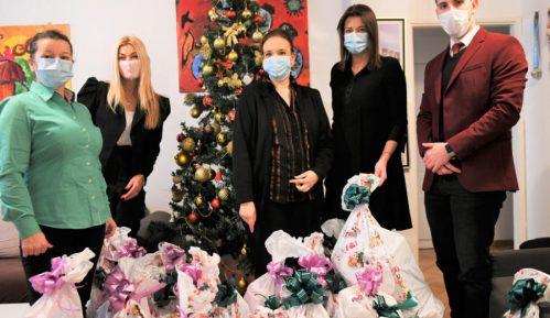 Radost koja nema cenu - Meridian podelio paketiće za najmlađe u celoj Srbiji 15