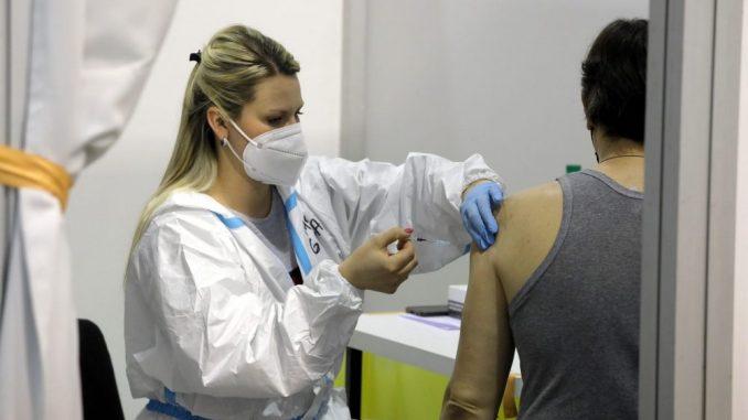 U Španiji za mlađe od 55 godina koji su imali koronu samo jedna doza vakcine 5