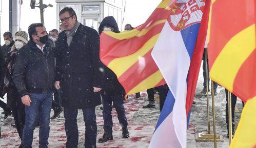 Vučić na prelazu Tabanovce uručio Zaevu prvi kontingent vakcina protiv korone 10