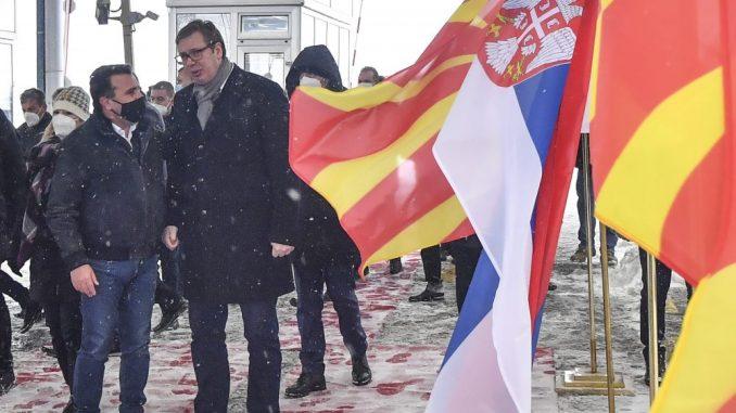 Vučić na prelazu Tabanovce uručio Zaevu prvi kontingent vakcina protiv korone 5