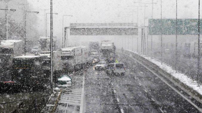 Grčka pod snegom, poremećen drumski i pomorski saobraćaj 4