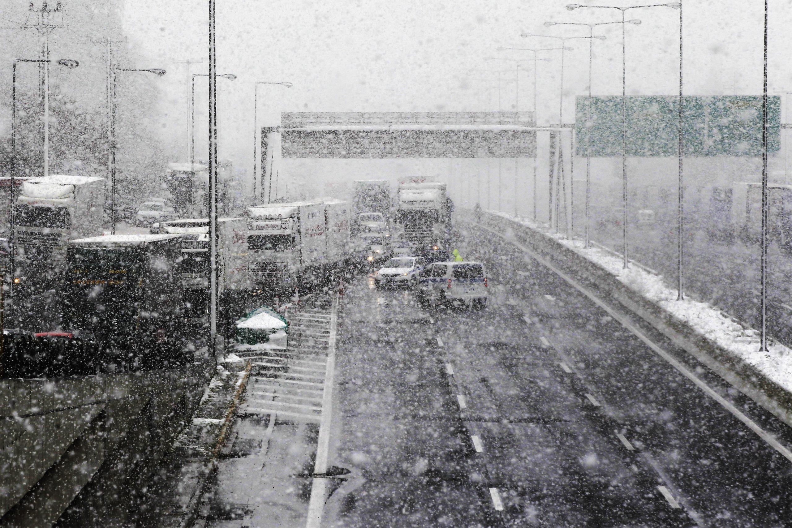 Grčka pod snegom, poremećen drumski i pomorski saobraćaj 1