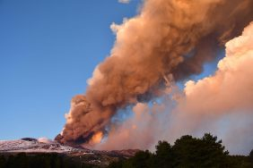 Etna više od nedelju dana redovno izbacuje lavu 4