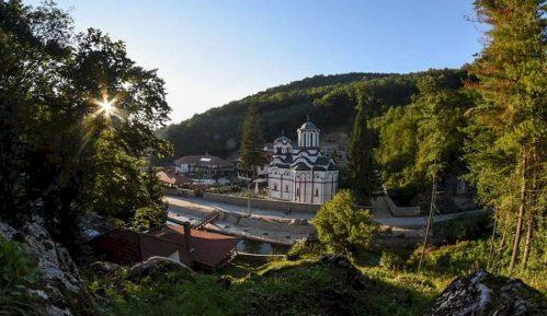 Manastir Tumane: Parking se ne naplaćuje, određena lica zloupotrebljavala svetinju 2