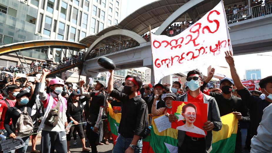 SAD osudile zabranu okupljanja u Mjanmaru 1