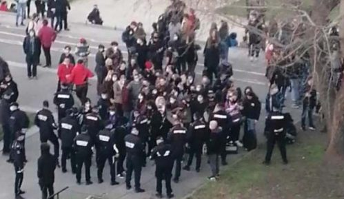 Pank svirka ispod Brankovog mosta u Beogradu, policija reagovala (VIDEO) 7