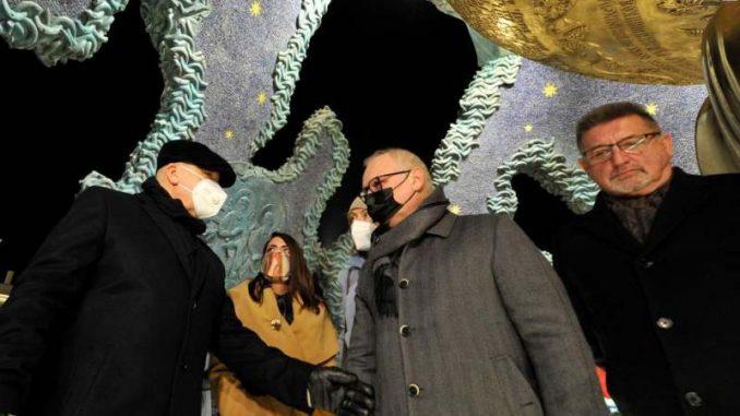 Vesić i Rukavišnjikov obišli spomenik Stefanu Nemanji 5
