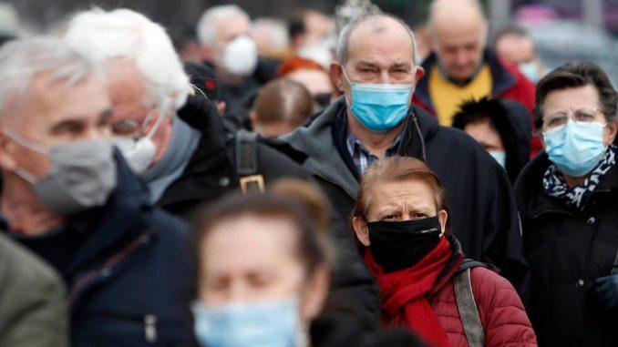 """Godinu dana """"nove normalnosti"""": Od najsmešnijeg virusa do novog policijskog časa 4"""