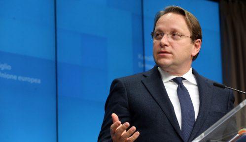Varhelji: EU razmatra mogućnost da pomogne Crnoj Gori oko duga za auto-put 1