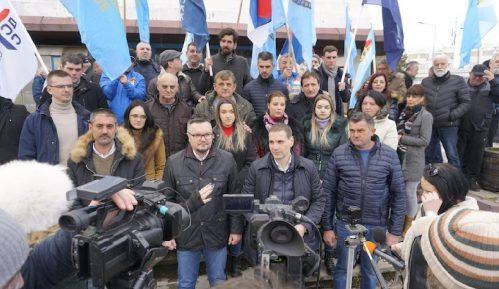 Vučić kao posrednik u dijalogu treba da podnese ostavku u partiji 7
