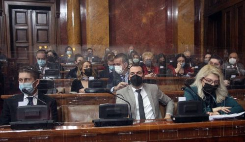 Poslanici Skupštine Srbije hvalili vakcinaciju, Đilasa nazivali fašistom i nacistom 2