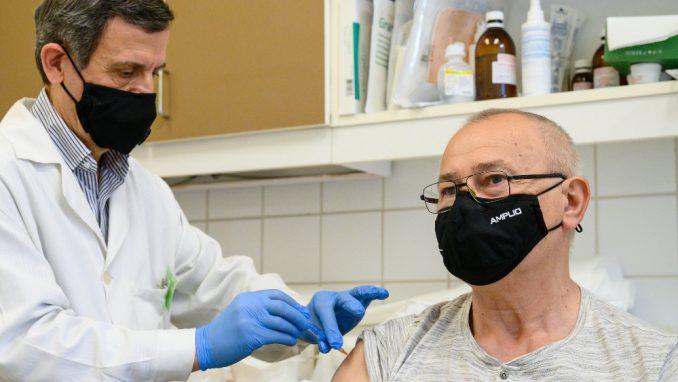 Mađarska vakcinisala četvrtinu stanovništa i ublažila mere uprkos rekordnom broju umrlih 4