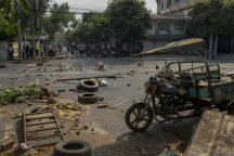 Policija u Mjanmaru suzavcem i bojevom municijom na demonstrante, šest osoba poginulo (FOTO) 6