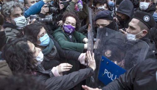 Protesti u Turskoj zbog nasilja nad ženama 13