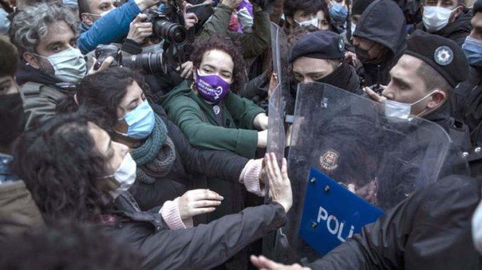 Protesti u Turskoj zbog nasilja nad ženama 3