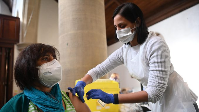 U Evropi vakcinacija protiv kovida-19 u više brzina, zaostatak za SAD 1