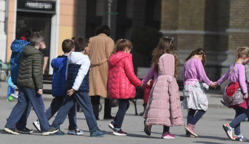 U 2020. o skoro polovini dece mlađe od tri godine u EU brinuli isključivo roditelji 2