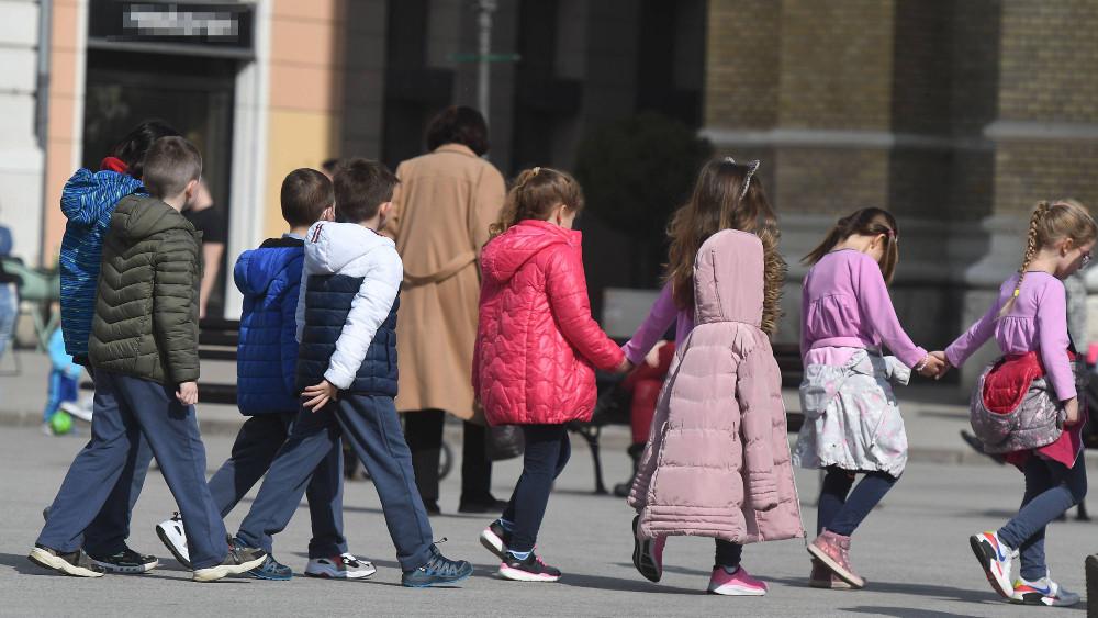 U 2020. o skoro polovini dece mlađe od tri godine u EU brinuli isključivo roditelji 1