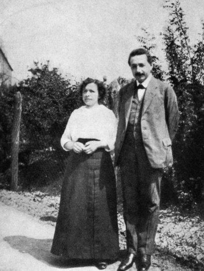 Black and white picture of Mileva Maric and Albert Einstein, 1905.