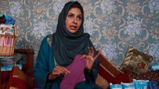 Žene i Azija: Posvetila je život da devojkama u Kašmiru obezbedi higijenske uloške 3