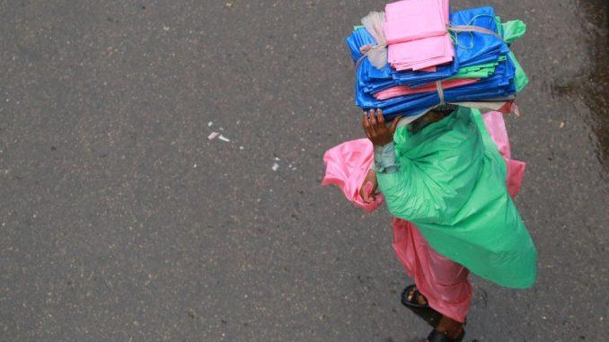 """Životna sredina i recikliranje: Od plastičnih kesa prave """"tekstil"""" - pomoć u borbi protiv zagađenja 5"""