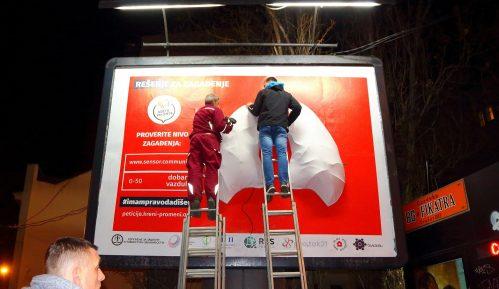Aktivisti postavili novi bilbord s plućima koja mere zagađenje 8