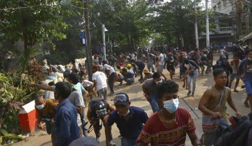 Snage bezbednosti Mjanmara pucale na okupljene tokom sahrane 3