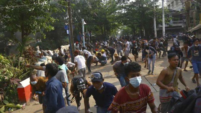 Snage bezbednosti Mjanmara pucale na okupljene tokom sahrane 4