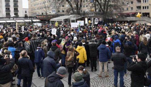 Protest protiv restriktivnih mera u Stokholmu 9