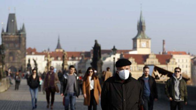 Češka policija uhapsila 17 osoba u Pragu na protestu protiv sanitarnih mera 3