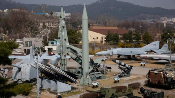 Severna Koreja ispalila dve rakete kratkog dometa 14