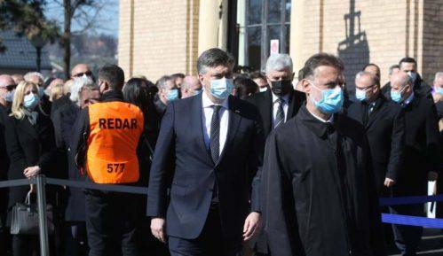 Više hiljada ljudi na sahrani gradonačelnika Zagreba uprkos restriktivnim merama 11