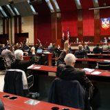 Na sednici skupštine Beograda Vuletić postavljao pitanja za policiju, Nikodijević reagovao 7